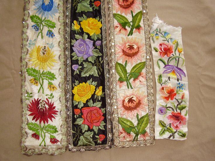 Štruple - stuhy na zadní sukni a stuha na kordulku, Hroznová Lhota, Uherský Ostroh. Folk clothing from Uherský Ostroh, Hroznová Lhota (Czech Republic).