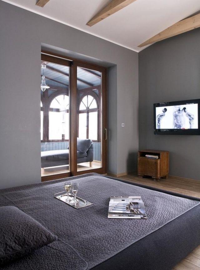 schlafzimmer-modern-dachboden-graue-wandfarbe-holztuerrahmen - wände streichen ideen schlafzimmer