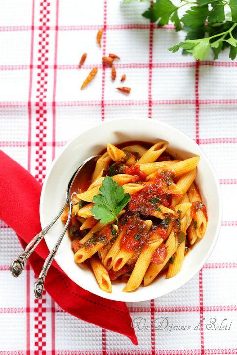 Pâtes penne à l'arrabbiata (sauce tomate aux piment) ©Edda Onorato