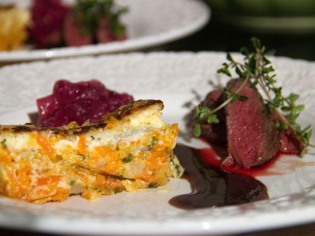 Renfilé med morots- och palsternacksterrin samt rödlöksmarmelad och balsamvinägersås (kock Pia - Österlen)