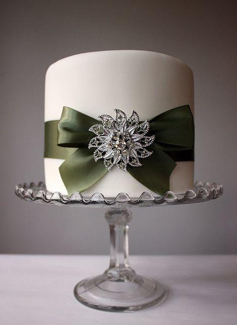 Şeker hamurundan pasta modelleri ,sizler için derlediğim konulardan birisi.Eskiden ,bizim çocukluğumuzda sadece pastaneden alınan pastaların üzerinde şeker hamurundan figürler daha çok güller olurdu.Şimdi ise çok yaygın bir hale dönüştü.Şeker hamurundan düğün pastaları, nişan pastaları,doğum günü pastaları yapılmakta..Düğün pastaları beyaz tercih edilse de rengarenk modeller gayet hoş duruyor bana göre..Eğer siz de özel günlerinizde  şeker …