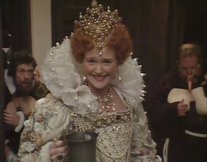 """Young Miranda Richardson having the time of her life as """"Queenie"""" Elizabeth I in Blackadder  (From those good women at The Mary Sue)"""
