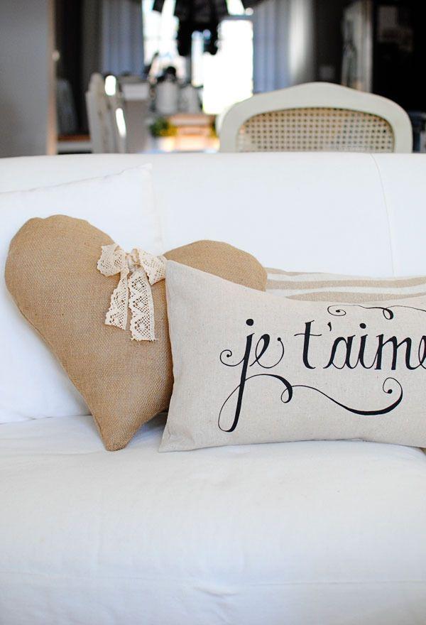 Je T\u0027aime Pillow by Dear Lillie & 631 best Pillow Talk... images on Pinterest | Pillow talk DIY and ... pillowsntoast.com