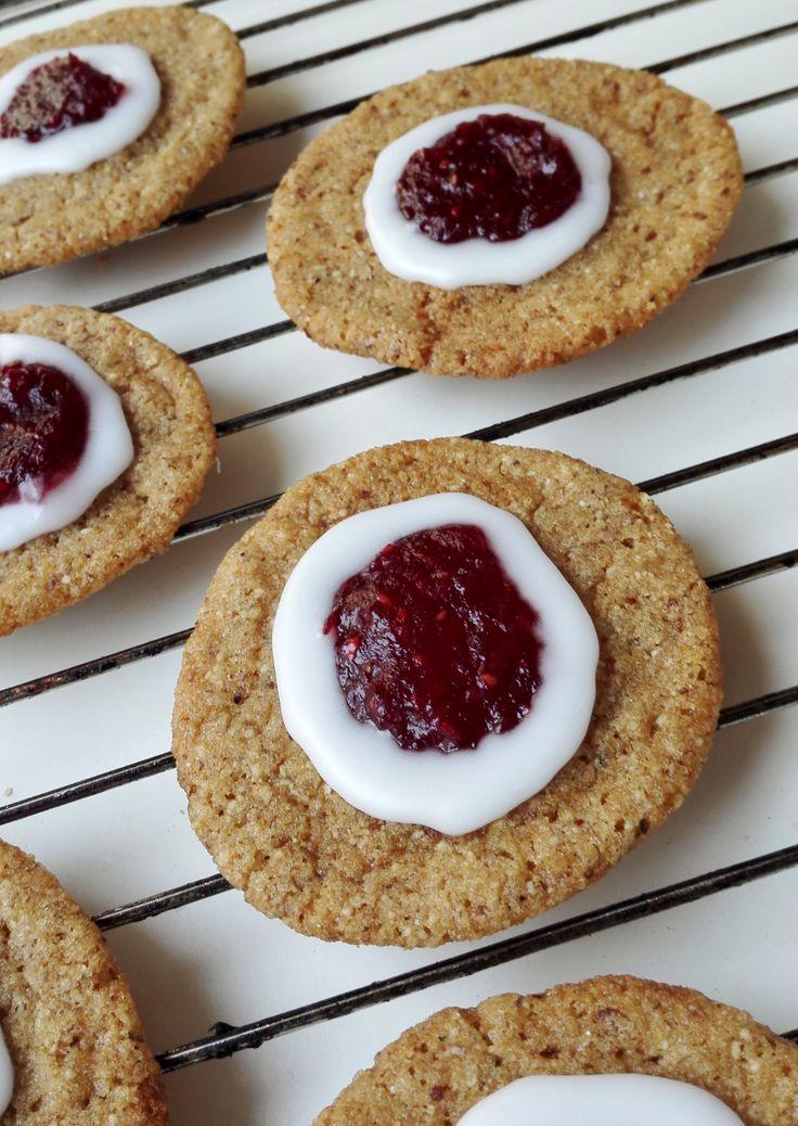Vaikka Runebergin päivä on vasta ylihuomenna, on kaupat ja kahvilat tarjoilleet Runerbergin torttuja jo monta viikkoa. Joko tortut tursuaa ...