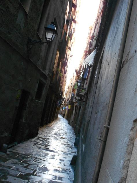 La luz se abre paso por las calles de Barcelona