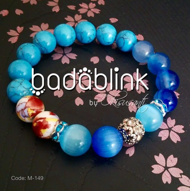 Blue stones, white ceramic, and metal bracelets   Material: natural stones, ceramic and metal    Length: 18-22 cm/7-9 inches     Inquiries: facebook.com/badablink      Line: badablink      Email: hello@thebadablink.com