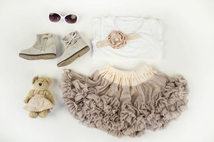 Stylizacja dla małej dziewczynki Abrakadabra- tutu pettit skirt, opaski, buciki.