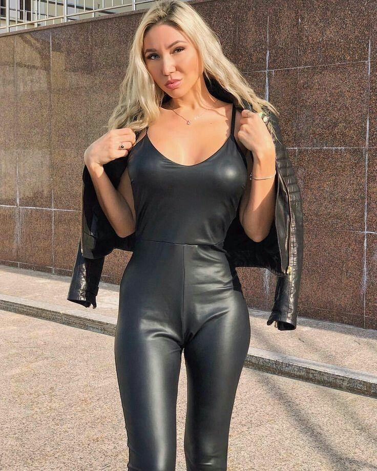 9ba9b844d1 Hottest of HOTTIES | Girls - Out For A Walk #2 | Leder, Leder catsuit und  Leder leggings