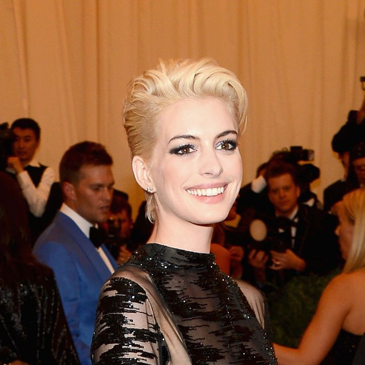 Anne Hathaway's newly bleached 'do. LOVE.