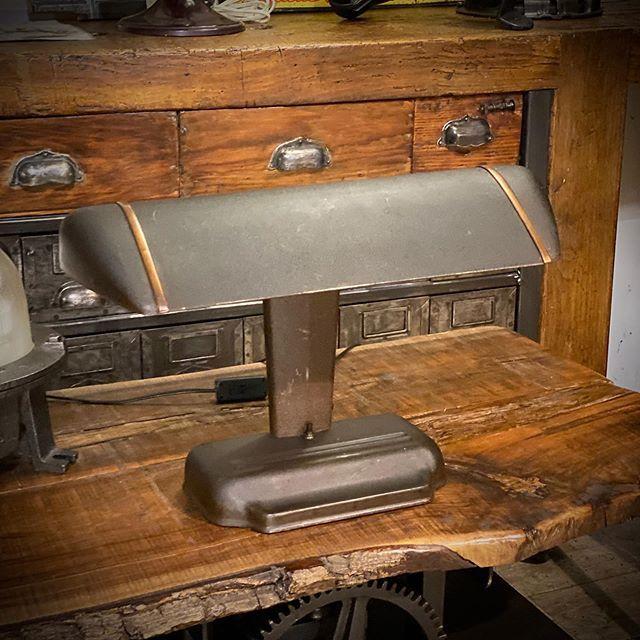 Lampe Us Ancienne 1950 Plus D Info Sur Https Ift Tt 1he4ati Deco Design Antiquitesdesign Loft U Meubles Industriels Mobilier Design Antiquite Brocante