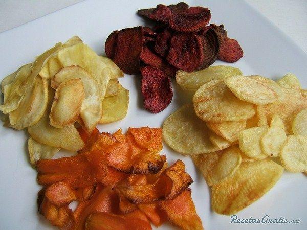 Aprende a preparar chips de Verduras (verduras Fritas) con esta rica y fácil receta. Pelar la zanahoria, la remolacha y el nabo y cortar en rodajas finas. Cortar el...