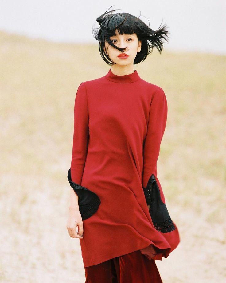 中国出身のファッションモデル、る鹿さん。デビューのきっかけは友人がSNSに載せた写真を現在の所属事務所である「Vithmic Model Agency」が見てスカウトしたからだそうです。現在は日本を中心にいくつかの雑誌のレギュラーモデル、さらにブランドイメージモデルを務めています
