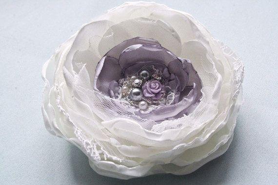 Hochzeit HaarZubehör Lace Bridal Flower Hair Clip von BelleBlooms, $34.00