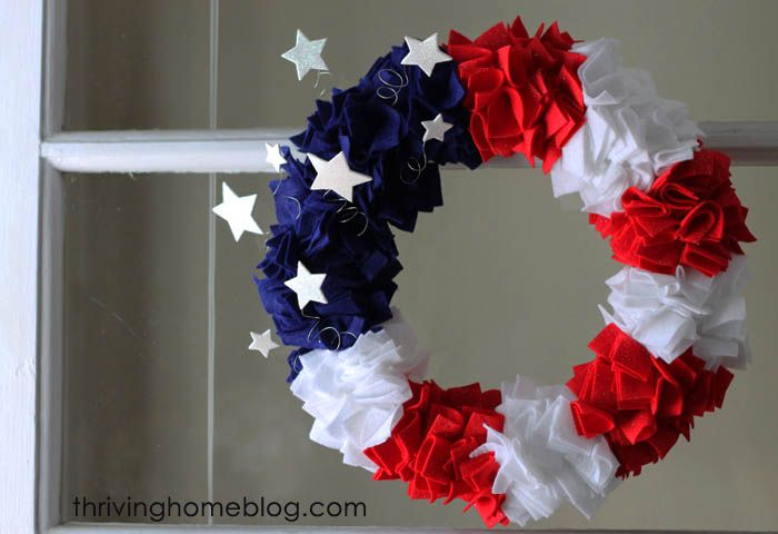 Make Your Own Fourth of July Wreath | Thriving Home