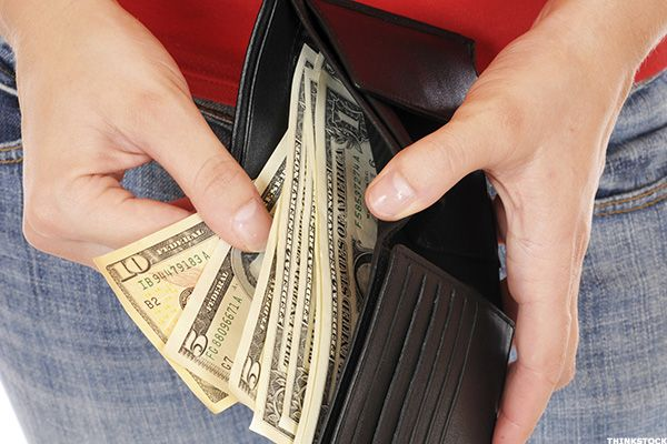 How to Loan, Borrow and Repay Money From Family Without Awkwardness