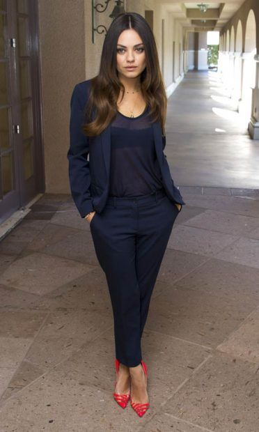 Mila Kunis Wears A Classic Pant Suit With Bright Heels To A 'Oz The Great And Powerful' Press Conference, 2013