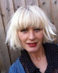 bleach blonde bob - love the 'casualness' of this cut