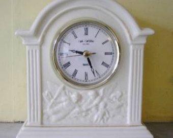 Ceramic Cream Mantel Clock, retro look, flowers&cherubs, Quartz, battery, working, similar to Beleek china
