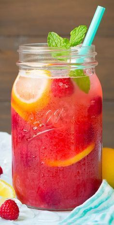 Sparkling Raspberry Lemonade - perfect for your next pool party or GNO