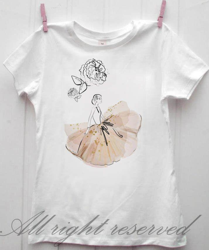 Lovely new t-shirt white cotton elegant and classy Audrey.  Hepburn peonies dress Illustration limited edition di ReveplusAtelier su Etsy. Chiara Boz Artist