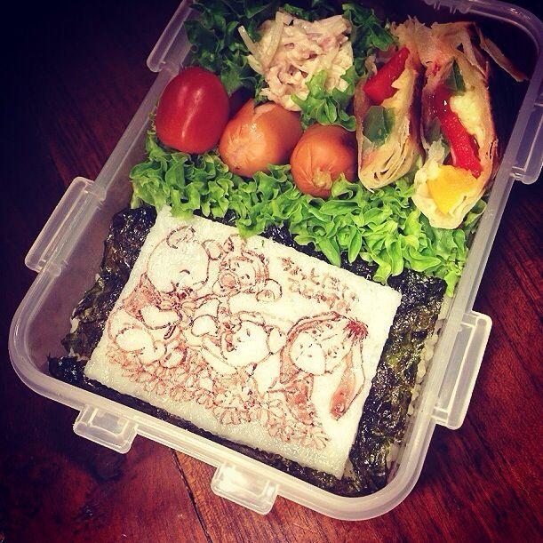 おはようございます꒰ ♡´∀`♡ ꒱ 今朝は冷蔵庫のお掃除弁当、おかずは イタリアン春巻き、ソーセージ、大根の味噌マヨサラダ、茄子の生姜醤油焼き。 昨日は蒸し暑くてなかなか寝付けませんでした、昼間はまた一段と暑くなりそうです 日本はどうですか?? - 104件のもぐもぐ - Baby Pooh and Friends♥️Spring roll lunch box. by Yuka Nakata