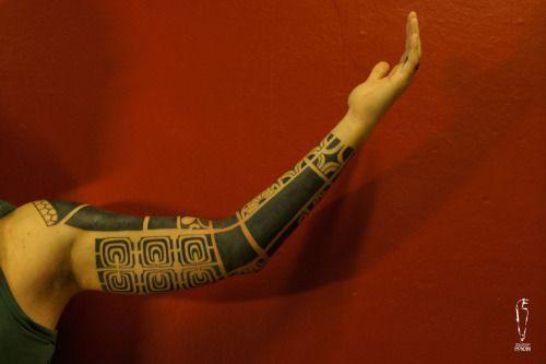 """PrimitiveBela #sebastianomondini #modernprimitive #primitive #polynesiantattoo  #polynesianarmtattoo #modernprimitive #mp #sebatattoo #sebatattoobologna #tattoobologna #bologna #plinsky #tattoo #ink #inked #bodyart """"modern/primitive Piazza della Pace 8/B 40134 Bologna - Italia"""