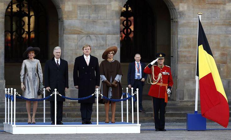 Koning Willem-Alexander en koningin Máxima hebben maandagmorgen op de ijskoude Dam in Amsterdam het Belgische koningspaar verwelkomd aan het begin van hun staatsbezoek aan Nederland. (Lees verder…)