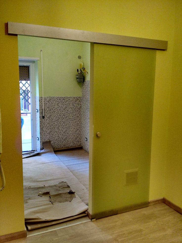 Disimpegno vista cucina con porta scorrevole esterno - Rima con porta ...