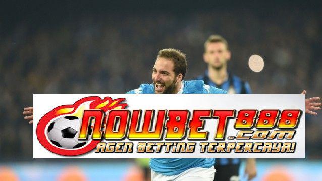 Inter Milan disalip Napoli ke puncak klasemen Serie A setelah striker Higuain mencetak gol di babak kedua untuk memimpin timnya menang 2-1 atas Nerazzurri.
