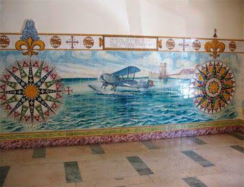 PRIMEIRA TRAVESSIA AÉREA DO ATLÂNTICO SUL POR GAGO COUTINHO E SACADURA CABRAL (1922) – Painel de azulejos na Escola Naval, Alfeite.