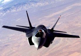 4-Jul-2014 5:42 - VS HOUDT ALLE JSF'S AAN DE GROND. Het Amerikaanse leger heeft besloten alle F-35 straaljagers voorlopig aan de grond te houden. Het gaat om 97 toestellen. Het besluit volgt op een brand in een toestel, anderhalve week geleden. Een dag na het incident werd al besloten om 26 toestellen van het type F-35A aan de grond te houden. Kort daarna mochten ze weer gebruikt worden omdat het om een losstaand incident zou gaan. Het onderzoek naar de brand heeft sindsdien niets...