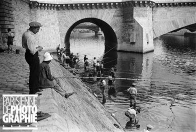 Pêcheurs dans la Seine. Paris, 1935.