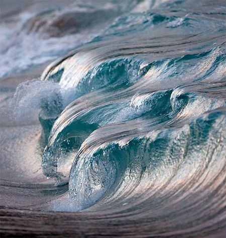Breathtaking photos of ocean waves captured using high speed camera by talented French photographer Pierre Carreau.