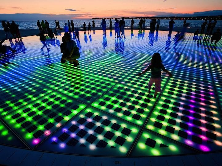 Nikola Bašić's LED light installation titled Saudação ao Sol, translated as Greeting to the Sun...in scenic coastal town of Zadar, Croatia. - via mymodernmet.com