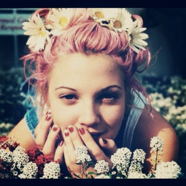 Drew: I just think happiness is what makes you pretty. Period. Happy people are beautiful. They become like a mirror, and they reflect that happiness.: 90 S, Drewbarrymore, Girl, Style, 90S, Beautiful People, Hair, Drew Barrymore, Flower