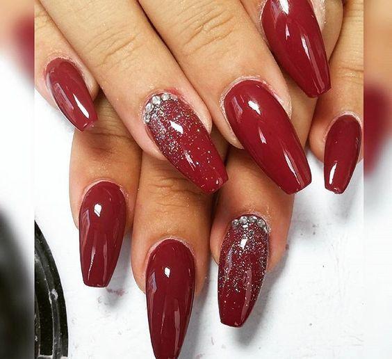 Trend Herbst Nägel: Weinrot Farbe Kunst Designs Nägel #lackieren #rosa #glitze…