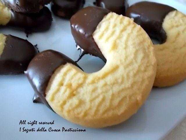 Biscotti a forma di ferro di cavallo, ricetta veloce Noce Di Burro