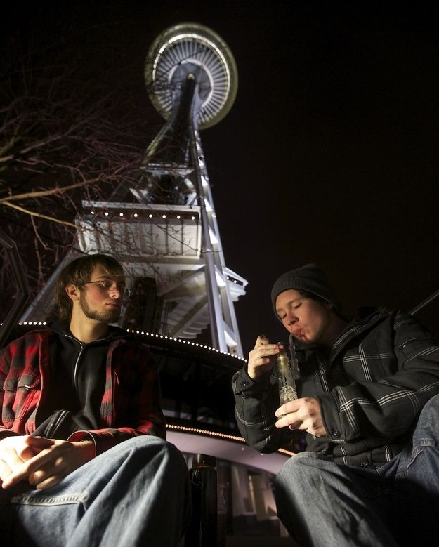16 Photos Of People Smoking Weed At The Space Needle