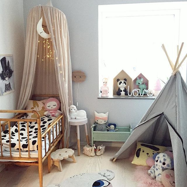 Zelt Und Bett Zum Schlummern Und Spielen.
