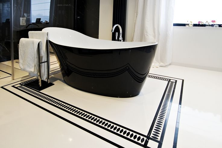 @imarpolska Przedsiębiorstwo Kamieniarskie: Elegancka czarno-biała łazienka wykonana z marmuru Nero Marquina oraz konglomeratu kwarcowego @Technistone Crystal Absolute White. / Elegant black&white bathroom made of marble #NeroMarquina and #Technistone quartz agglomerate #CrystalAbsoluteWhite.