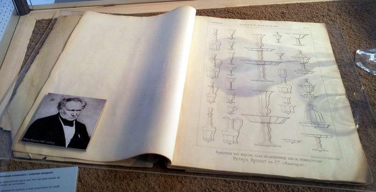 Glasservies Napoléon, ontwerpboek kristal-, glas- en aardewerkfabriek Petrus Regout en Co (eind 19e eeuw), glascollectie Centre Céramique, Maastricht, 2013.jpg