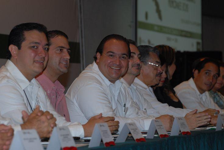 El Gobernador de Veracruz, Javier Duarte de Ochoa, asistió a la Firma de Convenio de Colaboración Administrativa entre el ORFIS y la SEFIPLAN, como testigo de honor.