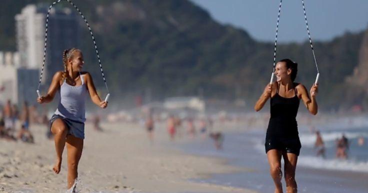 Ellas son conocidas como las Hermanas Banhegyi y son provenientes de un lugar llamado Szombathely, en Hungría. Ellas llevan más de 20 años saltando la cuerda juntas y han realizado performance alrededor del mundo. Ellas también han trabajado con el famoso Cirque Du Solei por varios años, en esta coasión ellas grabaron este video en Rio de Janeiro, y en las playas de Copacabana de Brasil, para hacer referencia al Mundial de Brasil 2014. Su relación de hermanas es excelente, cada que una falla…