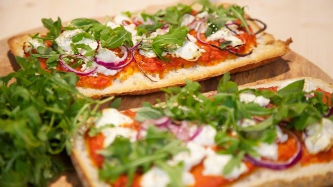 Snelle geitenkaaspizza - recept | 24Kitchen