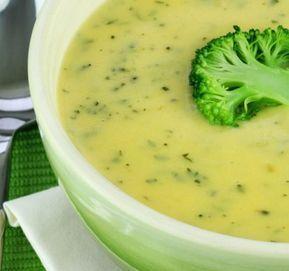 Brokolicová polévka s parmezánem