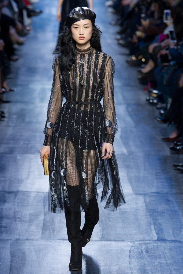 ОСЕНЬ-ЗИМА 2017/2018 / READY-TO-WEAR / НЕДЕЛЯ МОДЫ: ПАРИЖ  Christian Dior