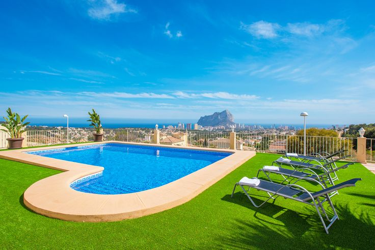 Enjoy the holidays with this beautiful view over Calpe and the blue sea!