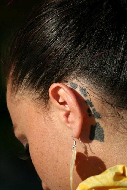 Malia the hula dancer in Maui. Love the Hawaiian island chain behind the ear. Pic by Lacey Monroe. #polynesian #tattoo