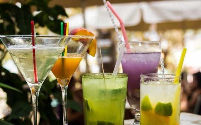 Δροσερά καλοκαιρινά cocktail βασισμένα σε ένα από τα πιο δημοφιλή αποστάγματα. Τσίπουρο, ρακί, τσικουδιά.. Για να μην πούμε γκράπα και αράκ, αν και αυτά τα δύο διαφέρουν αρκετά στην γεύση και την απόσταξη.