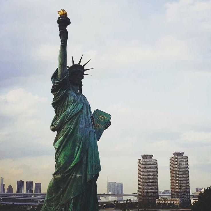 Confused.  #statueofliberty #tokyo #japan